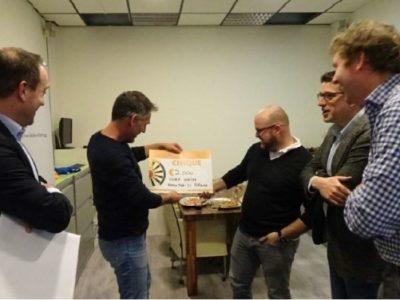 Cheque van 2.000 euro voor Stichting Nora Werkt